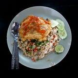 Τηγανισμένο ρύζι με το χοιρινό κρέας + την ομελέτα Στοκ φωτογραφία με δικαίωμα ελεύθερης χρήσης