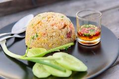 Τηγανισμένο ρύζι στο δίσκο Στοκ Εικόνες
