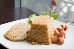Τηγανισμένο σάλτσα ρύζι τσίλι με το λουκάνικο χοιρινού κρέατος Στοκ Φωτογραφίες