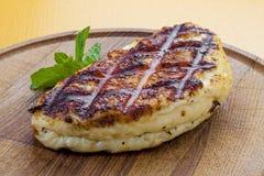 Τηγανισμένο τυρί Suluguni στον ξύλινο πίνακα στοκ εικόνες
