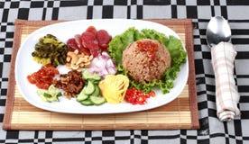 Τηγανισμένο jasmine ρύζι με την κόλλα γαρίδων, Kao Klok Kapi - Ταϊλανδός Στοκ Εικόνες