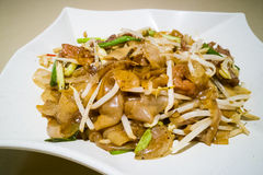 Τηγανισμένο Kuey Teow με το βόειο κρέας, δημοφιλές στη Μαλαισία Στοκ Εικόνες