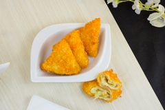 Τηγανισμένο Risoles ή το risol είναι ινδονησιακά παραδοσιακά τρόφιμα οδών στοκ εικόνα με δικαίωμα ελεύθερης χρήσης