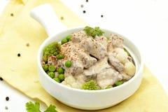 Τηγανισμένο stew κρέατος σε μια κρεμώδη σάλτσα στοκ εικόνες με δικαίωμα ελεύθερης χρήσης