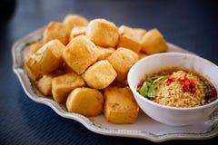 Τηγανισμένο tofu με την πικάντικη σάλτσα Στοκ Εικόνα