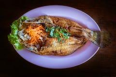 Τηγανισμενός snapper με τη σάλτσα ψαριών Στοκ εικόνες με δικαίωμα ελεύθερης χρήσης