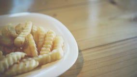 Τηγανιτές πατάτες ή τσιπ στο εστιατόριο γρήγορου γεύματος Στοκ Φωτογραφία