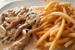 τηγανιτές πατάτες κοτόπο&upsil Στοκ φωτογραφία με δικαίωμα ελεύθερης χρήσης