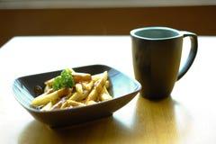 Τηγανιτές πατάτες - πρόχειρο φαγητό απογεύματος Στοκ Φωτογραφίες