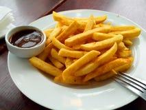 Τηγανιτές πατάτες στο πιάτο στοκ φωτογραφία με δικαίωμα ελεύθερης χρήσης