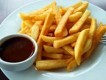 Τηγανιτές πατάτες στο πιάτο Στοκ Φωτογραφία