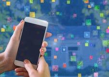 Τηλέφωνο εκμετάλλευσης χεριών με τους συνδετήρες εικονιδίων Στοκ Εικόνες