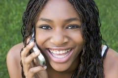 τηλέφωνο κοριτσιών κυττάρ&o Στοκ Εικόνες