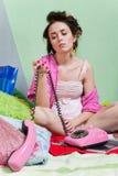 τηλέφωνο κοριτσιών λυπημέ&nu Στοκ Εικόνα