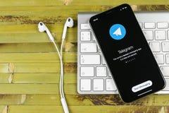 Τηλεγράφημα Χ εικονίδιο εφαρμογής στο iPhone Χ της Apple κινηματογράφηση σε πρώτο πλάνο οθόνης Τηλεγράφημα Χ app εικονίδιο Το τηλ Στοκ Εικόνες