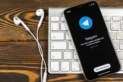 Τηλεγράφημα Χ εικονίδιο εφαρμογής στο iPhone Χ της Apple κινηματογράφηση σε πρώτο πλάνο οθόνης Τηλεγράφημα Χ app εικονίδιο Το τηλ Στοκ Φωτογραφίες