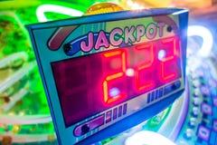 Τηλεοπτικά παιχνίδια Arcade και φω'τα και περιστρεφόμενες ρόδες Στοκ φωτογραφία με δικαίωμα ελεύθερης χρήσης