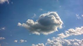Τηλεοπτικά, πυκνά χαμηλά σύννεφα χρονικού σφάλματος που περνούν γρήγορα φιλμ μικρού μήκους
