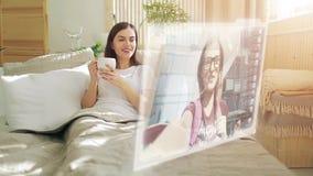 Τηλεοπτική συνομιλία στην οθόνη ολογραμμάτων απόθεμα βίντεο