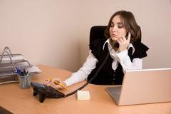 τηλεφωνικές νεολαίες γραμματέων lap-top στοκ εικόνες