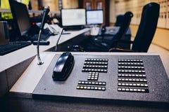 Τηλεφωνική ανταλλαγή στο θάλαμο ελέγχου στοκ φωτογραφία