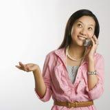 τηλεφωνική γυναίκα κυττά& στοκ φωτογραφία με δικαίωμα ελεύθερης χρήσης