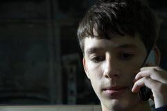 τηλεφωνικός έφηβος Στοκ φωτογραφία με δικαίωμα ελεύθερης χρήσης
