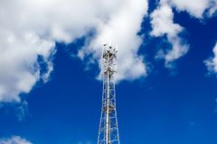 Τηλεφωνικός πύργος κυττάρων μετάλλων Στοκ Εικόνες