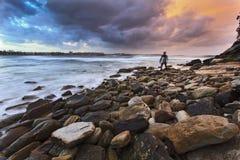 Την ανδρική Shelly καθορισμένη Surfer Στοκ Εικόνες