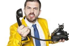 Την ο πελάτης εκρήγνυται με το θυμό κατά ομιλία στο τηλεφωνικό κέντρο στοκ φωτογραφίες με δικαίωμα ελεύθερης χρήσης