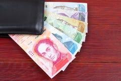 Της Βενεζουέλας Bolivares στο μαύρο πορτοφόλι στοκ εικόνα