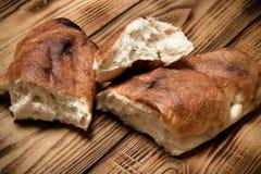 Της Γεωργίας ψωμί σε έναν ελαφρύ ξύλινο πίνακα ή έναν πίνακα τονισμένος Στοκ φωτογραφίες με δικαίωμα ελεύθερης χρήσης