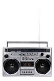 της δεκαετίας του '80 ασημένιο κιβώτιο βραχιόνων γκέτο ραδιο με την κεραία που απομονώνεται επάνω στο W στοκ εικόνα