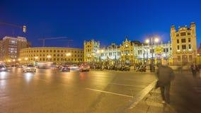 Της Ισπανίας νύχτας ελαφρύ της Βαλέντσιας τετραγωνικό 4k χρονικό σφάλμα σταθμών τρένου coliseum κεντρικό απόθεμα βίντεο