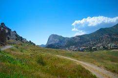 της Κριμαίας dag kara ακτίνα βουνών τοπίων ελαφριά Στοκ Φωτογραφία