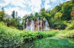 της Κροατίας μειωμένοι τυρκουάζ καταρράκτες plitvice πάρκων λιμνών εθνικοί plitvice της Κροατίας Στοκ φωτογραφία με δικαίωμα ελεύθερης χρήσης