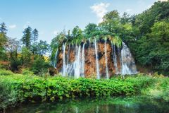 της Κροατίας μειωμένοι τυρκουάζ καταρράκτες plitvice πάρκων λιμνών εθνικοί plitvice της Κροατίας Στοκ Φωτογραφία