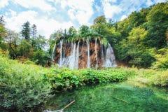 της Κροατίας μειωμένοι τυρκουάζ καταρράκτες plitvice πάρκων λιμνών εθνικοί plitvice της Κροατίας Στοκ Φωτογραφίες