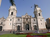 Της Λίμα καθεδρικός ναός και διακοσμητικοί κήποι Στοκ Εικόνες
