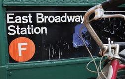 Της Νέας Υόρκης πόλεων χαμηλότερος σταθμός μετρό ανατολικού Broadway γειτονιάς του Μανχάταν ανατολικών πλευρών στο κέντρο της πόλ στοκ φωτογραφίες