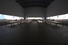 Της περιφέρειας του κέντρου Νέα Υόρκη πόλη της Apple Store τη νύχτα, Broadway, Νέα Υόρκη, ΗΠΑ Στοκ Φωτογραφία