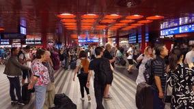 Της Πράγας εσωτερικό σταθμών που συσσωρεύεται κύριο με τους ταξιδιώτες απόθεμα βίντεο