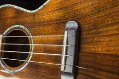 Της Χαβάης λεπτομέρεια ukulele με τις πλούσιες ξύλινες συστάσεις σιταριού Στοκ Φωτογραφία