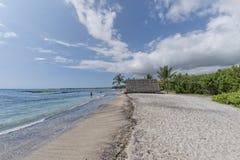 Της Χαβάης καλύβα στην παραλία στοκ εικόνα με δικαίωμα ελεύθερης χρήσης