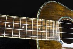 Της Χαβάης στενός επάνω ukulele με τις πλούσιες ξύλινες συστάσεις σιταριού Στοκ εικόνες με δικαίωμα ελεύθερης χρήσης