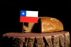 Της Χιλής σημαία σε ένα κολόβωμα με το ψωμί Στοκ φωτογραφία με δικαίωμα ελεύθερης χρήσης