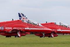 Της Royal Air Force RAF κόκκινο βελών βρετανικό αεροδιαστημικό γεράκι Τ ομάδων επίδειξης σχηματισμού aerobatic 1 αεριωθούμενα αερ Στοκ Εικόνες