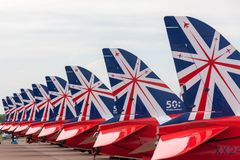 Της Royal Air Force RAF κόκκινο βελών βρετανικό αεροδιαστημικό γεράκι Τ ομάδων επίδειξης σχηματισμού aerobatic 1 αεριωθούμενα αερ Στοκ Φωτογραφία