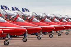 Της Royal Air Force RAF κόκκινο βελών βρετανικό αεροδιαστημικό γεράκι Τ ομάδων επίδειξης σχηματισμού aerobatic 1 τα αεριωθούμενα  Στοκ Φωτογραφίες