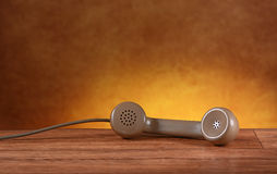 Τηλέφωνο αναδρομικό στον πίνακα Στοκ Εικόνα